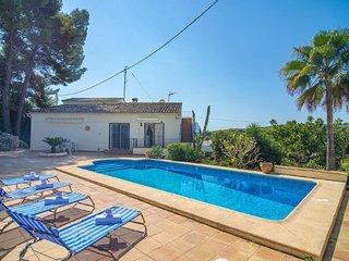 2 bedroom Villa with Air Con, WiFi and Walk to Beach & Shops - 5744793