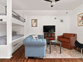 Easy walk to Miner St! Classic, Cozy & Chic; Free St Parking; 28mins to Loveland