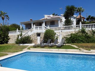 Villa Eden, a lovely spacious villa and apartment with swimming pool, sea views
