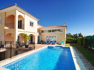 4 bedroom Villa with Pool and Air Con - 5700513