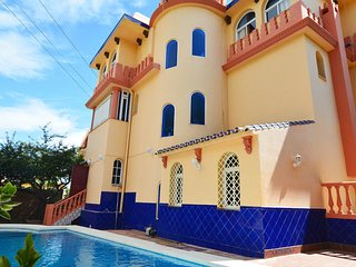 5 bedroom Villa with Pool, Air Con, WiFi and Walk to Shops - 5700490