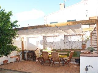 Apartamento con jardín y barbacoa a 200m de preciosas calas de la Costa Brava.