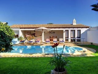 Poco das Canas Villa Sleeps 6 with Pool Air Con and WiFi - 5604865