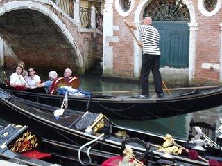 Italian Villa & Private pool 1hr to Venice Lake Garda & Verona, Panoramic views