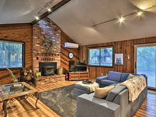 Pet-Friendly Mt. Hood Cabin w/ Private Hot Tub!