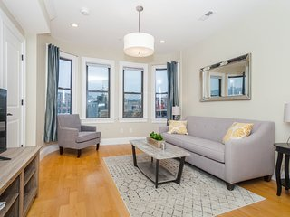 Luxury Top Floor 2 Bedroom in the Heart of Boston's North End
