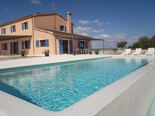 Villa ALILA (Chalet individual aislado con piscina