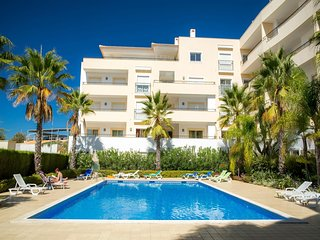 C04 - Pool View 3 Bed Apartment