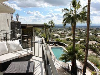 Stunning Mountain/City Views- Contemporary Villa on the hills of Paradise Valley