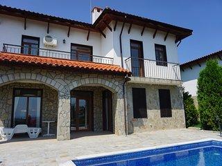 5 bedrooms / Sleeps 10 - Villa Kalina, Nessebar Gardens complex, Kosharitsa