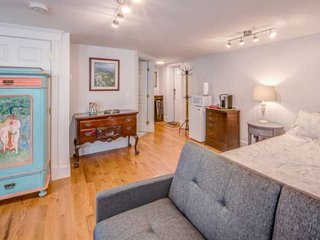 New! In downtown! Shops, restaurants, pubs, and bus stop at your front door at K