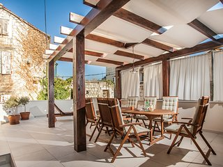 Tinel Longo, luxury house in center of Trogir