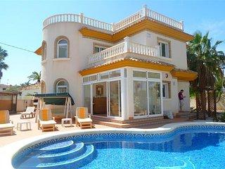 Villa 'Amarilla' Cabo Roig Beach