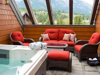 Luxurious Penthouse Suite + Private Hot Tub | Your Mountain Retreat