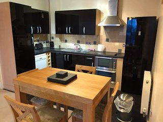 Plymouth City, 2 bed, 6 berth flat - sea views (with parking & WiFi)