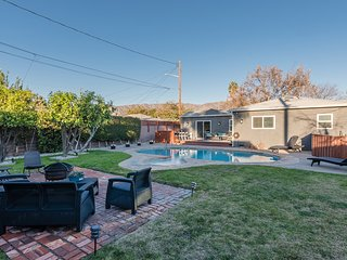 Spacious Home with pool near all Burbank studios!