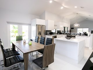 CLOSE TO BEACH & CASINO  New Remodeled Luxury Home