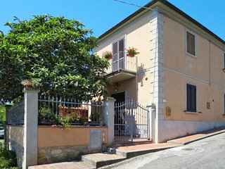 3 bedroom Villa with WiFi and Walk to Shops - 5715335