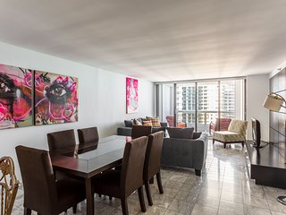 3 bedroom condo with Stunning Balcony view