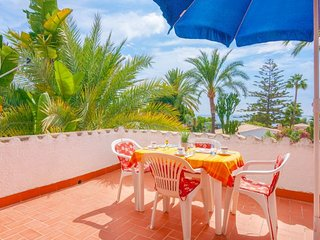 2 bedroom Villa with Air Con, WiFi and Walk to Beach & Shops - 5744728