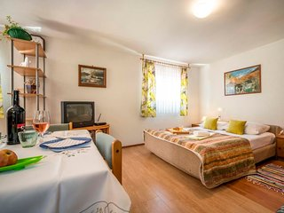 1 bedroom Villa with WiFi and Walk to Beach & Shops - 5581826