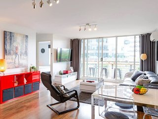 Large Stylish Apartment with a Balcony Bar & All Amenities
