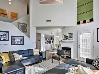 LUXURY COMFY TOWNHOME!  Sleeps 4-10!
