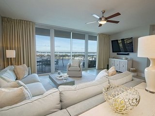 Bay Front  3 Bedroom ~ Great Amenities ~ Bella Luna 902~ Sleeps 8!
