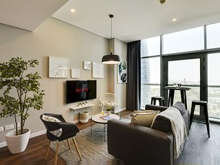 ★ Trendy Cozy Apartment | Steps from the Metro