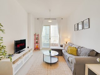 ★ Minimalist Apartment with Stunning Lake Views