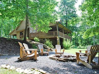 Tranquility-Upscale, Hot Tub, Pet Friendly, Fire Pit, AC,WIFI, Fireplace, Covere