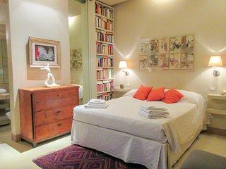 Art Apartment Spanish Steps | 1 bedroom | 1 bathroom | 4 sleeps | wi-fi | a/c |