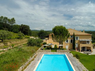 17th century Wine Estate w/ Large Pool & 40 ha of private vineyards & forest