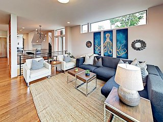 Rooftop Deck w/ Lake View! Seward Park 4BR Modern Gem, Walk to Light Rail