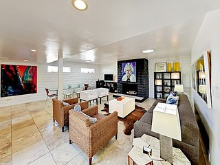 Cool Palm Springs Condo w/ Pool - Walk to Downtown!
