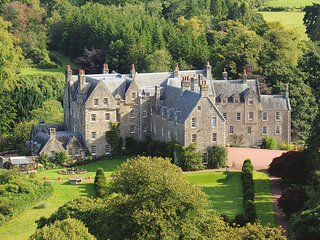 Luxury 5* Wing of Scottish Castle on Private Estate in Ayrshire - Sleeps 10
