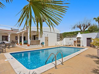 Fantastic 3 bedroom villa with pool, great sea views, air con and wi fi