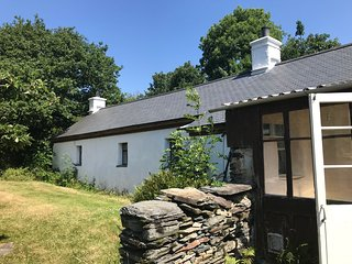 Pont Faen Charming Secluded 3 Bedroom Cottage on leafy rural estate - ready June