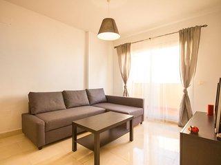 Amplio apartamento, en lugar centrico, 100m de la playa y facil aparcamiento.