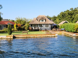 Waters Edge Cottage - Pet Friendly Cottage in Wroxham
