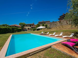 House with 12x6 private pool, own garden at 2,8km from Castiglione di Garfagnana