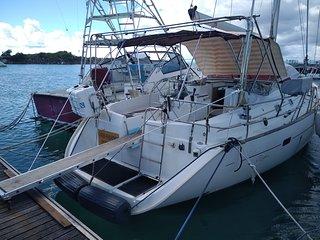 Hébergement en voilier à quai Port de Grand Bourg île Marie Galante Guadeloupe