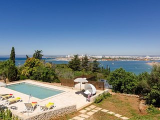 CASA SEASIDE -Set on a small private estate overlooking sandy Praia Grande beach