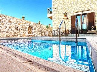 NEW VILLA NEAR THE SEA, POOL AND JACUZZI, PRIVATE PARKING, NICE VIEW
