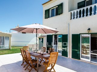 3 Bed Townhouse in Fuseta with Wifi, BBQ , Garden & Superb  Roof Top Terrace
