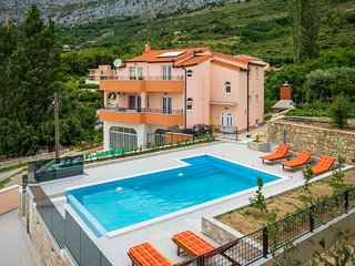 Luxury villa 'BELLA VISTA' near Split- private heated pool, panoramic view