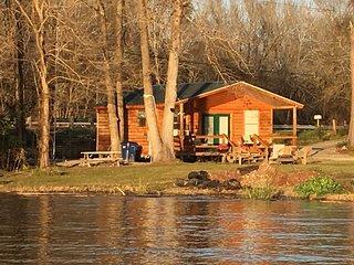 Fabulous Waterfront Cabin #5 on Lake Livingston Texas
