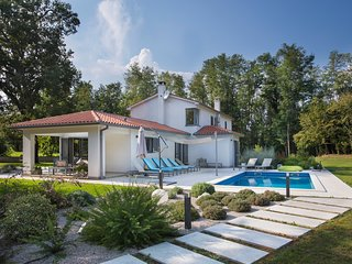 Recently renovated holiday home located in a green oasis, very private