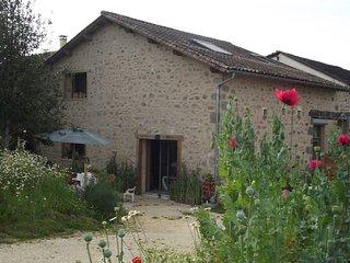 Gite l'Abeille  dans parc régional Périgord-Limousin