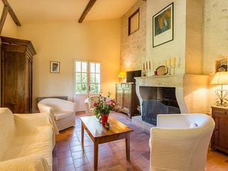 Saint-Antoine-de-Breuilh Villa Sleeps 6 with Pool - 5049673